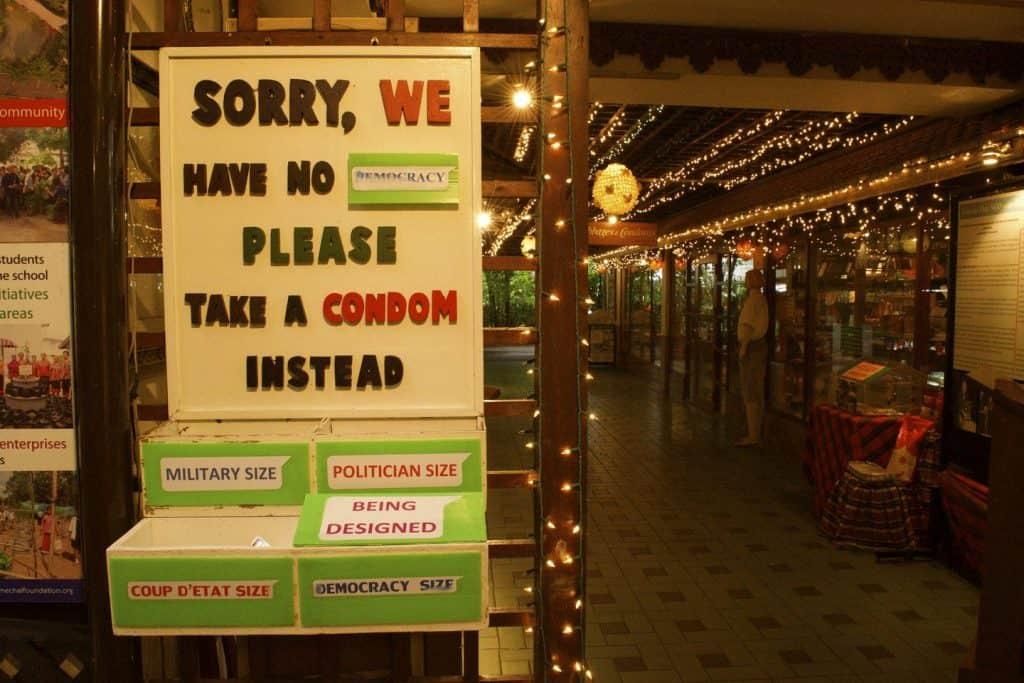 Boîte préservatifs - Cabbages et Condom : un restaurant insolite à Bangkok - que faire en thailande