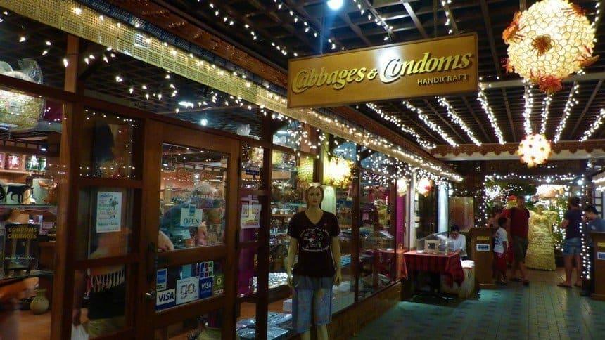 Boutique souvenir - Cabbages et Condom : un restaurant insolite à Bangkok - que faire en thailande
