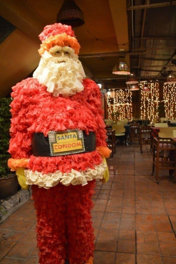 Père noël - Cabbages et Condom : un restaurant insolite à Bangkok - que faire en thailande