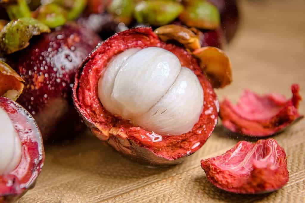 Mangoustan - 12 fruits à essayer en Thaïlande