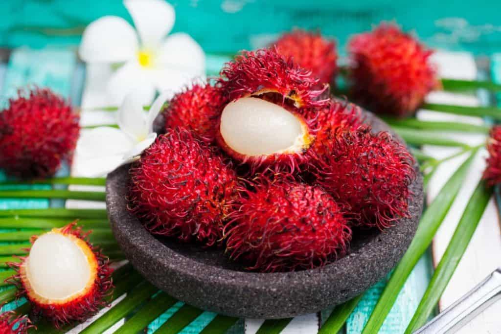 Ramboutan - 12 fruits à essayer en Thaïlande