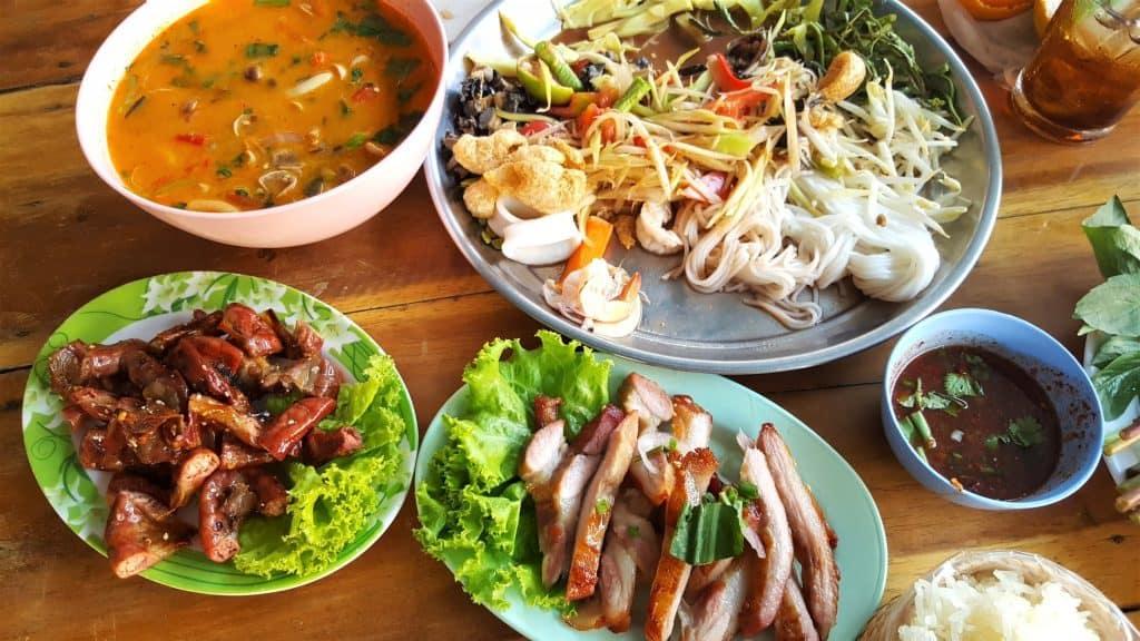 Manger des plats thaïs - pourquoi aller en thailande - que faire en thailande